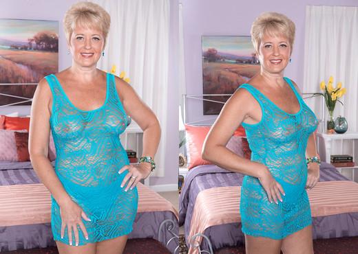 Tracy Licks - Roaring Cougar - Naughty Mag - Amateur HD Gallery