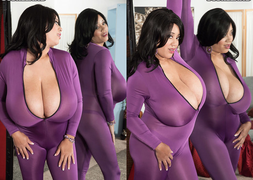 Roxi Red - The Skin-Tight Suit - ScoreLand - Boobs Sexy Photo Gallery