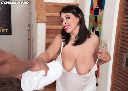 Elle Flynn - Bangin' Jug Rub - ScoreLand - Boobs TGP
