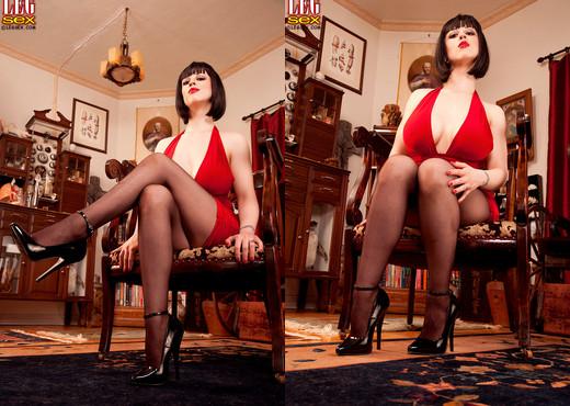 Larkin Love - Domme Dame - Leg Sex - Feet Hot Gallery