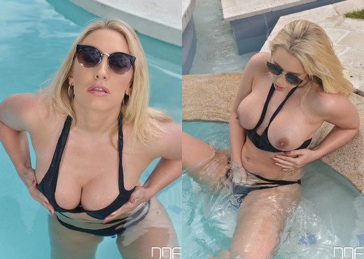 Karlie Simon - Filthy MILF gets Freaky - Solo Water Baby - Toys Nude Pics