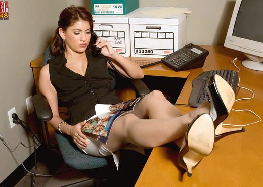 Dominique - Deserved Punishment - Leg Sex - Feet Sexy Gallery