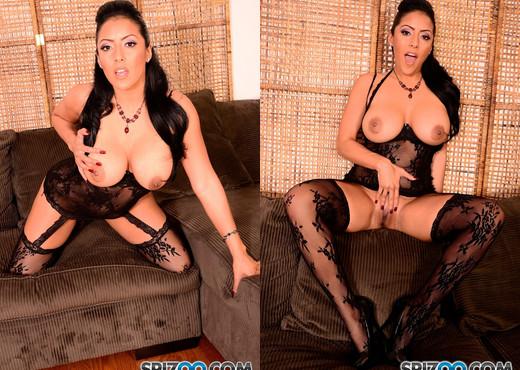 Missy Martinez Eats Pussy - Kiara Mia lesbian action - Lesbian Nude Gallery