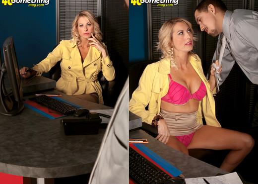 Dallas Diamond - From Milf Next Door To Cock-eating Hottie - MILF Sexy Gallery