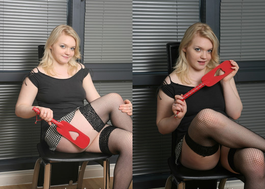 Busty Loves a Spanking - Love Amateur - Amateur Hot Gallery