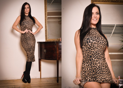 Emma Glover - Hayley's Secrets - Solo Nude Pics
