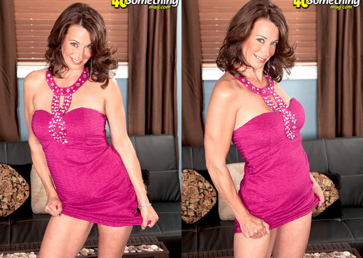 How Do You Like Your Milfs? Moore, Moore, Moore! - MILF TGP