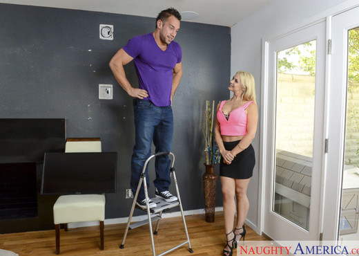 Sarah Vandella - I Have a Wife - Hardcore TGP