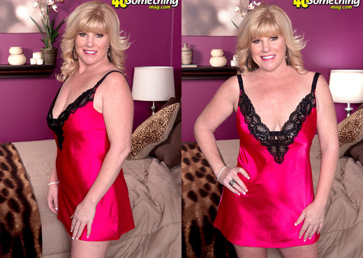 Dawn Jilling - What Happens When You're Working Late - Amateur HD Gallery