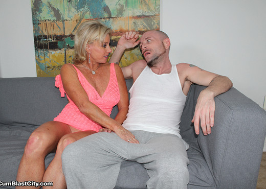 Seed Donation with Payton Hall - Cum Blast City - MILF Hot Gallery