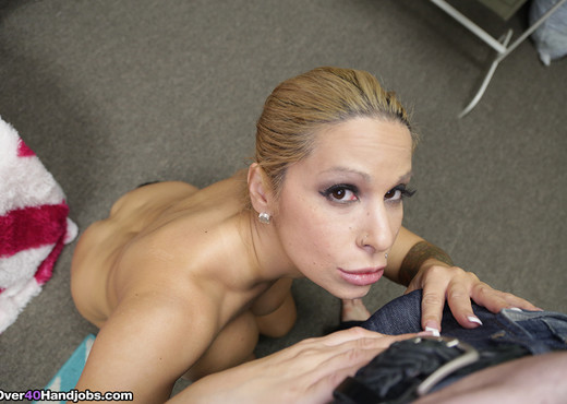 Alyssa Lynn - Sorority mother handjob - Over 40 Handjobs - MILF HD Gallery