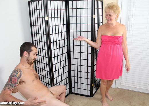Hot Wife Tracy - Cum Blast City - Hardcore Picture Gallery