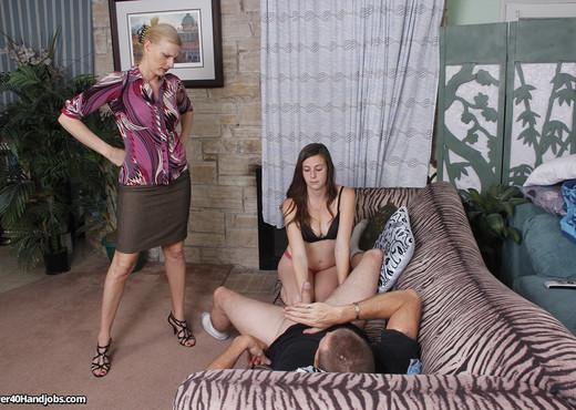 Daryl Hannah - Darryl Dick Addiction - Over 40 Handjobs - MILF Sexy Photo Gallery