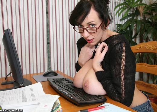 Alia Janine - ClubTug - MILF Nude Pics