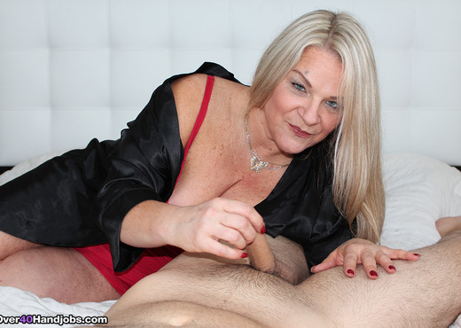 Milf Chloe - Spurting with Step Mom - Over 40 Handjobs - MILF Sexy Photo Gallery