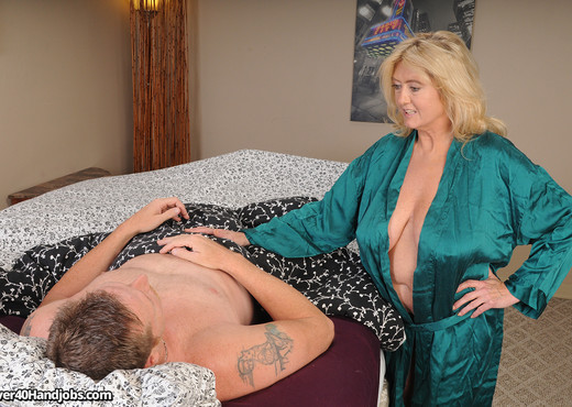 Tahnee Taylor - Step Moms Monster Boobs - Over 40 Handjobs - MILF Image Gallery