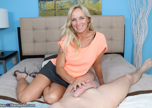 Dani Dare: Cockhead Rubbing - Over 40 Handjobs - MILF HD Gallery