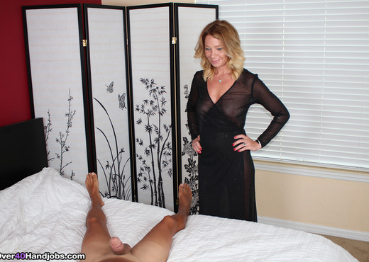 Harley Summer - Mrs Summers Like Em Big - Over 40 Handjobs - MILF Sexy Photo Gallery
