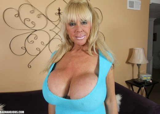 Shelly The Burbank Bomber - Over 40 Handjobs - MILF Image Gallery