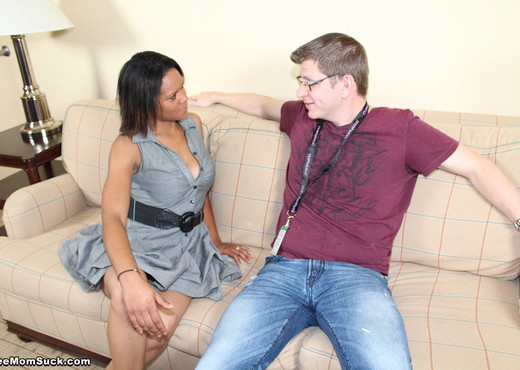 Rihanna - White Boys Suck - See Moms Suck - Blowjob Sexy Photo Gallery