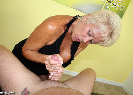 Tracy - Handjob in 3D - ClubTug - MILF Sexy Photo Gallery