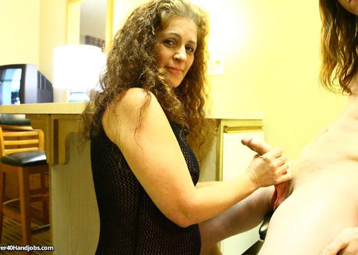 Lisa Browns Handjob Demonstration - Over 40 Handjobs - MILF Sexy Gallery