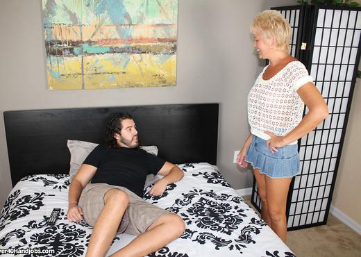 Aunt Tracys Lube - Over 40 Handjobs - MILF TGP