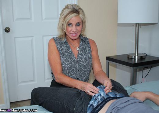 Step Son Overdoses Viagra : Payton Hall - Over 40 Handjobs - MILF Image Gallery