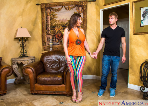 Sara Jay - Seduced By A Cougar - MILF HD Gallery