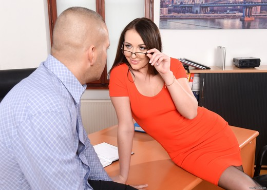 Carolina June - Anal Secretary - Anal TGP