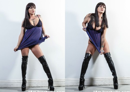 Jezebelle Bond strips down to just her boots - Pornstars Image Gallery