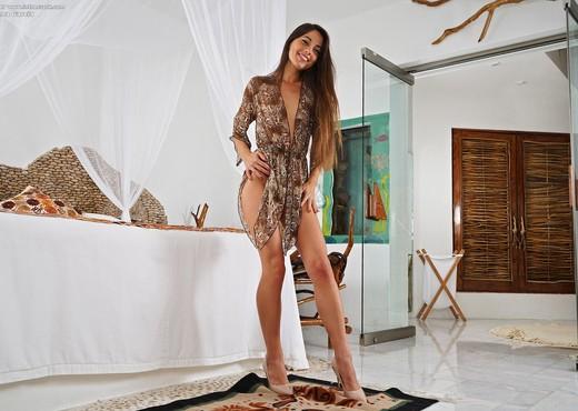Lorena Garcia - InTheCrack - Solo HD Gallery