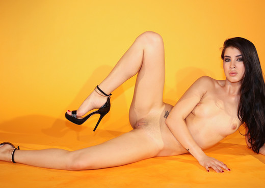 Experiment - Lady Dee - Watch4Beauty - Toys HD Gallery