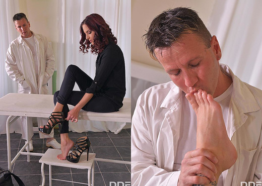 Foot Fetish Ecstasy: Horny Doc Sucks Hot Babe's Yummy Toes - Hardcore Sexy Gallery