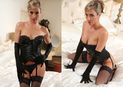 Mel - Strictly Glamour - Solo Sexy Photo Gallery