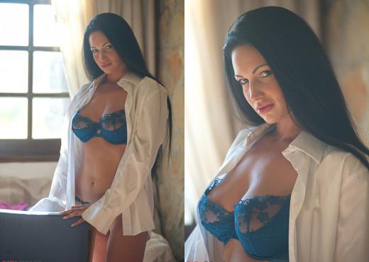 Tori W - Feeling Blue - Girlfolio - Solo Nude Pics