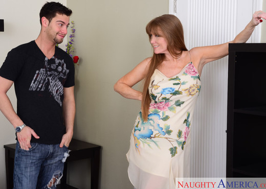 Darla Crane - My Friend's Hot Mom - MILF Sexy Photo Gallery