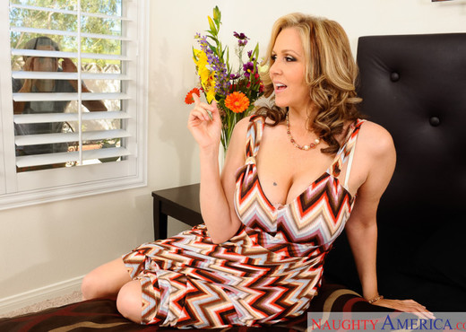 Julia Ann - My Friend's Hot Mom - MILF TGP