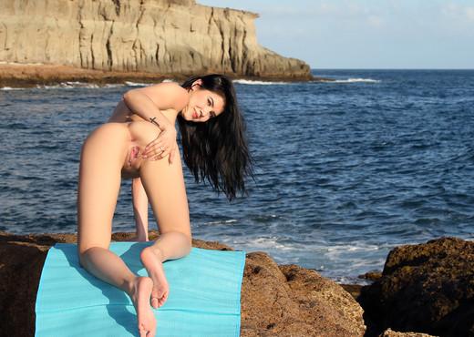 Fantastic Journey - Lady Dee - Watch4Beauty - Solo Image Gallery