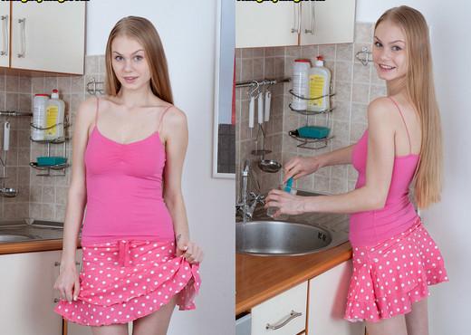 Anastasha - Young Aussie - Naughty Mag - Amateur Nude Pics