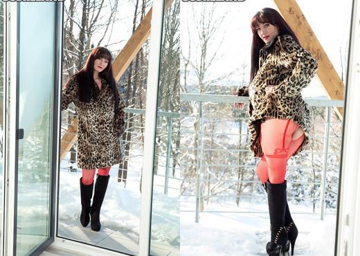 Vanessa Y. - Snow Job - ScoreLand - Boobs Sexy Gallery