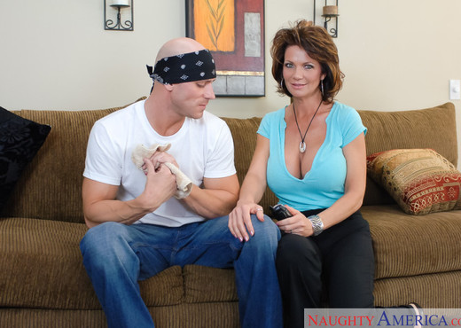 Deauxma - My Friend's Hot Mom - MILF Sexy Photo Gallery