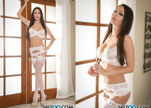 Jessica's White Lingerie - solo masturbation scene - Spizoo - Solo Porn Gallery
