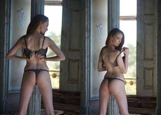 Alice Brookes - Lady Of The Manor - Girlfolio - Solo TGP