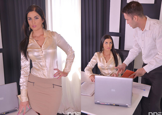 Deep Anal Delight: Horny Secretary Gets Drilled - Anal Nude Gallery