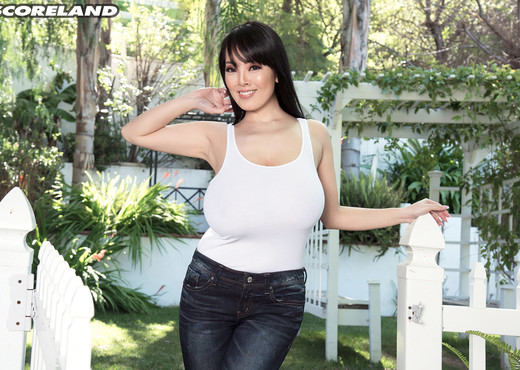 Hitomi - Bare In The Country - ScoreLand - Boobs Nude Pics