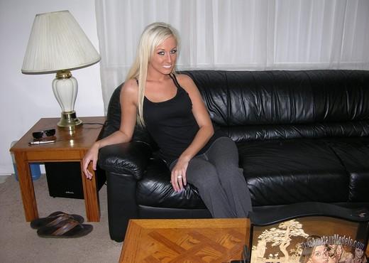 Hot Blonde Amateur Babe Modeling Nude - Amateur Porn Gallery
