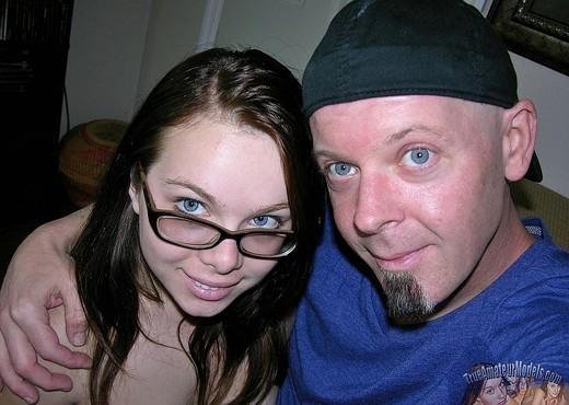 Jennifer Gives Blowjob Wearing Glasses - Blowjob TGP