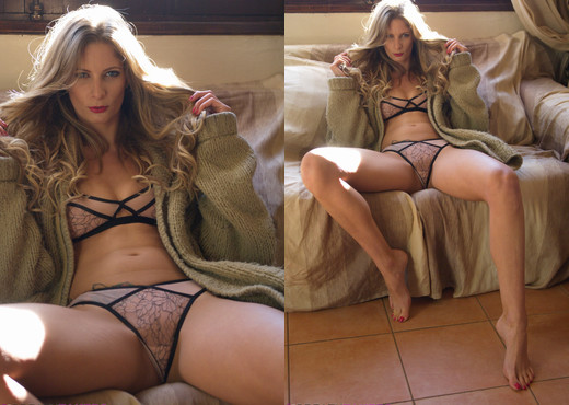 Rebecca Leah - Cosy - BreathTakers - Solo Porn Gallery