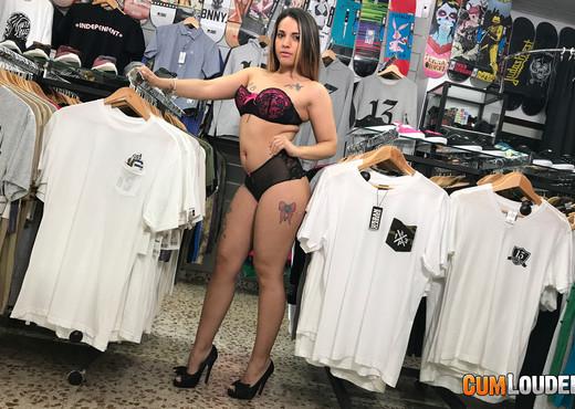 Briana Banderas - Skating or fucking? - Hardcore Image Gallery